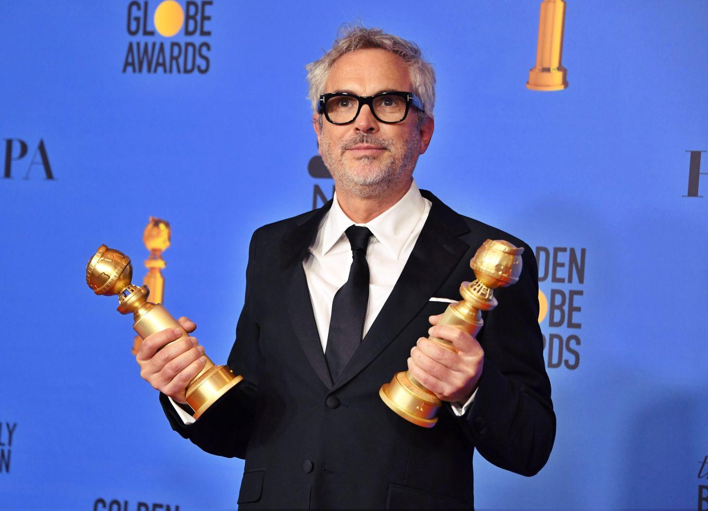 """El director mexicano Alfonso Cuarón se hizo acreedor a dos estatuillas por su película sobre su infancia """"Roma""""."""